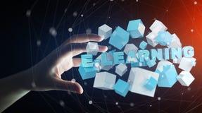 La tenuta dell'uomo che fa galleggiare 3D rende la presentazione di e-learning con il cubo Fotografia Stock
