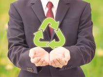 La tenuta dell'uomo d'affari ricicla le icone Immagine Stock