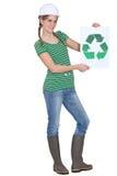 La tenuta della donna ricicla il logo Fotografie Stock