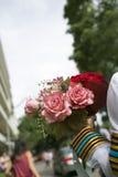 La tenuta della mano fiorisce il mazzo Fotografie Stock