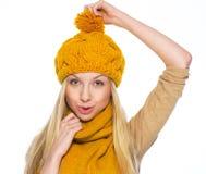La tenuta felice della ragazza si è presa per il cappello Fotografia Stock