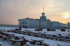 La terminal de viajeros del puerto fluvial de Kyiv en el cuadrado de Poshtova - una del ` cuadrado más famoso s de Kyiv Fotos de archivo libres de regalías