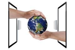La terra passa la protezione dell'ambiente della tecnologia isolata Immagini Stock