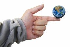 La terra sul dito, compreso gli elementi ammobiliati dalla NASA Immagini Stock Libere da Diritti