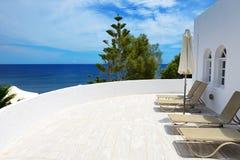 La terrasse de vue de mer à l'hôtel de luxe Photos libres de droits
