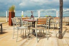 La terraza de un club de la playa a lo largo del bulevar en Scheveningen, Fotos de archivo