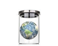 La terre à l'intérieur d'un pot en verre (éléments de cette image meublés par le Na Photographie stock