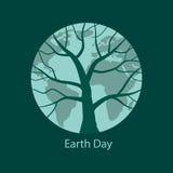 La terre avec la silhouette d'arbre là-dessus Image stock