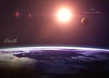 La terre avec Mars a tiré de l'espace montrant tous image libre de droits
