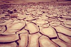 La terre criquée dans le désert de Valle de la muerte, San Pedro de Atacam Image stock