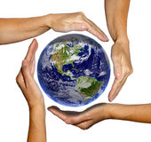 La terre dans des mains - mettez à la terre la texture par nasa.gov Photo stock