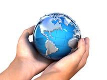 La terre dans le backgorund de mains? produit en picoseconde? Images libres de droits