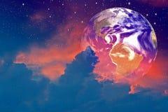 La terre dans les nuages Images stock