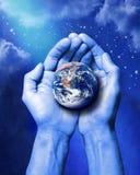 La terre de création remet Dieu illustration libre de droits