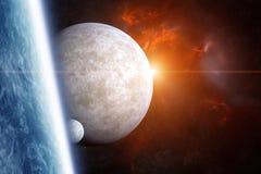 La terre de planète avec les lunes et la nébuleuse sur le fond Image stock