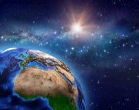 La terre de planète dans le domaine d'étoile illustration stock