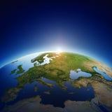 La terre de planète - l'Europe avec le lever de soleil Photo libre de droits