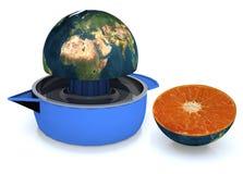 La terre de planète serrée sur le presse-fruits Photographie stock