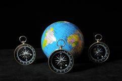 La terre et boussole de planète Photos stock