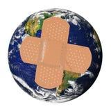 La terre malade avec bandaid Photos libres de droits