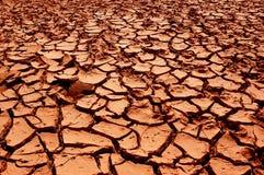 La terre rouge sèche. Image libre de droits
