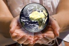 la terre se protègent Images libres de droits