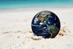 La terre sur la plage, y compris des éléments meublés par la NASA Images stock