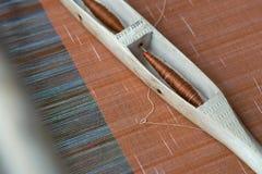 La tessitura tessuta a mano di Tai-Tai We indigeno ha ereditato la cultura di tessitura dai periodi antichi E tessuti fotografie stock libere da diritti