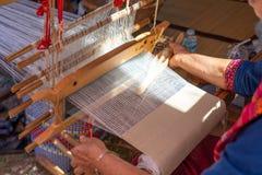 La tessitura tessuta a mano di Tai-Tai We indigeno ha ereditato la cultura di tessitura dai periodi antichi Ed i tessuti sono pop fotografia stock libera da diritti