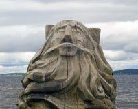La testa dell'uomo anziano di legno Immagini Stock