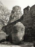 La testa della statua in tempio della Tailandia rovina Ayutthaya immagine stock