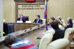 La testa di Rosstat A.Surinov dice alla conferenza Immagini Stock Libere da Diritti