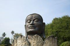 La testa gigante del Buddha nero Ayutthaya, Tailandia Immagine Stock