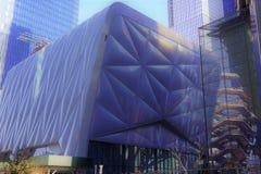 La tettoia, centro culturale, decisione architettonica unica, con la nave dietro, Hudson Yards, la costa Ovest di Manhattan, NYC immagini stock