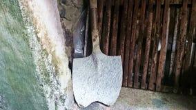 La tettoia foggia la pala coperta cemento Immagine Stock Libera da Diritti