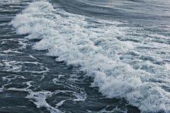 La textura agita la tormenta del mar Imagen de archivo