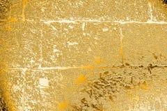 La textura de la albañilería, pintada en oro Imagen de archivo libre de regalías