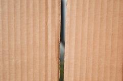 La textura de la caja de cartón marrón limpia dos junta las piezas PA doblado ondulado Imágenes de archivo libres de regalías