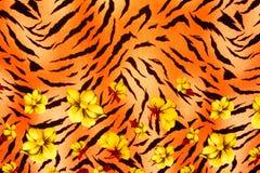La textura de la tela de la impresión rayó el leopardo y la flor Foto de archivo