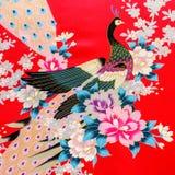 La textura de la tela de la impresión del vintage raya el pavo real y la flor Imagen de archivo