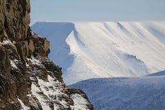 La textura de las montañas coronadas de nieve Spitsbergen (Svalbard) Imagen de archivo libre de regalías