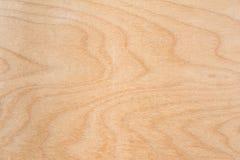 La textura de la madera contrachapada natural del abedul, la superficie de la madera de construcción es no tratada, mucha fibra y Foto de archivo libre de regalías