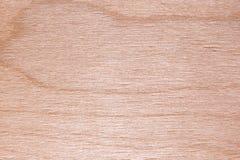 La textura de la madera contrachapada natural del abedul, la superficie de la madera de construcción es no tratada, mucha fibra y Foto de archivo