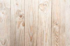 La textura de madera, tableros naturales sin el proceso adicional, se localiza verticalmente, la madera se daña bajo la forma de  Imagen de archivo libre de regalías