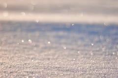 La textura de la nieve brilla en modelo del sol La Navidad, Año Nuevo, mañana antes del día de fiesta La Navidad Imágenes de archivo libres de regalías