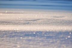La textura de la nieve brilla en modelo del sol La Navidad, Año Nuevo, mañana antes del día de fiesta La Navidad Imagen de archivo