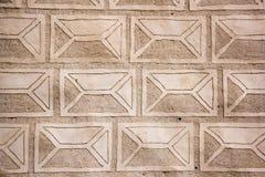 La textura de la pared del castillo de la orden del Livonia fue construida en el medio del siglo XV Bauska Letonia Fotos de archivo libres de regalías