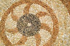 La textura de la pared de piedra, del camino de pequeño alrededor y de piedras ovales con las líneas de corazón resumidas modela  imágenes de archivo libres de regalías
