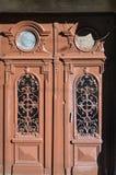 La textura de la puerta de madera vieja Al aire libre compita fotografía de archivo