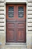La textura de la puerta de madera vieja Al aire libre compita foto de archivo libre de regalías